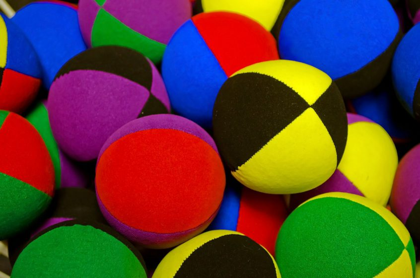 Zelf de ballen omhoog houden, of jouw marketing outsourcen?